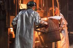 Pouring a shell casting - Eagle Alloy