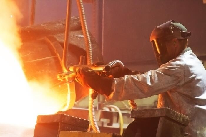 Shell mold casting at Eagle Alloy - Pouring Metal